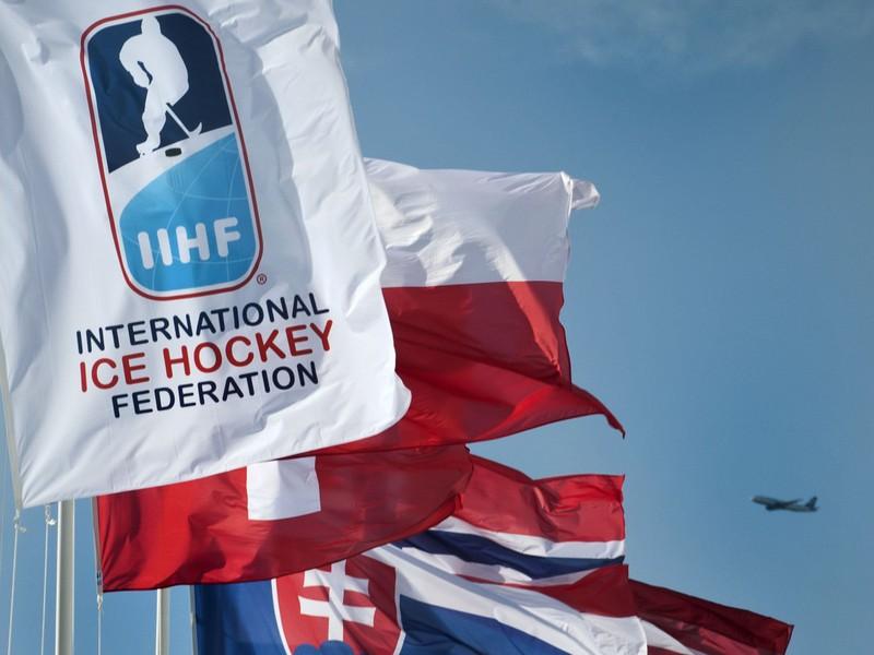Vlajky účastníkov MS 2012 pred halou v Helsinkách