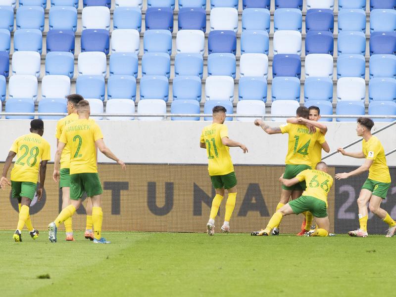 Na snímke radosť hráčov Žiliny po strelenom góle vo finále Slovenského pohára Slovnaft Cupu