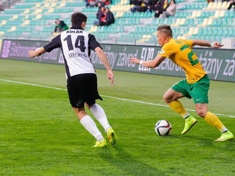 Zľava: Ľuboš Kolár (Spartak Myjava) a Jaroslav Mihalík (MŠK Žilina)