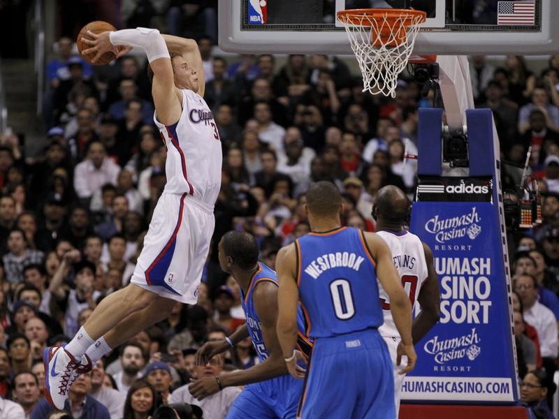 Blake Griffin letí a zavesí sa na kôš