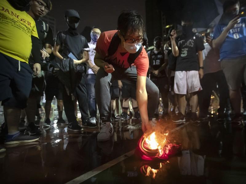 Mohutné basketbalové protesty v Hong Kongu