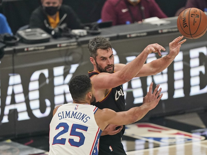 Kevin Love a Ben Simmons