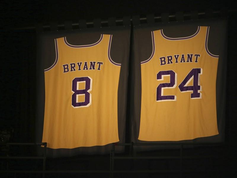 Vyradené dresy Kobeho Bryanta v Staples Center