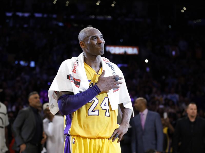 Kobe Bryant po poslednom zápase kariéry, v ktorom nastrieľal 60 bodov