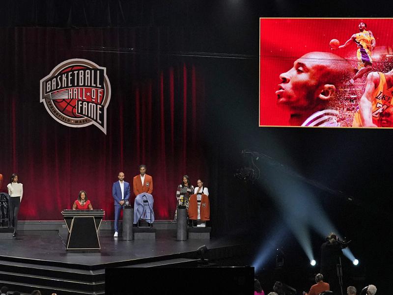 Kobeho Bryanta slávnostne uviedli do Siene slávy