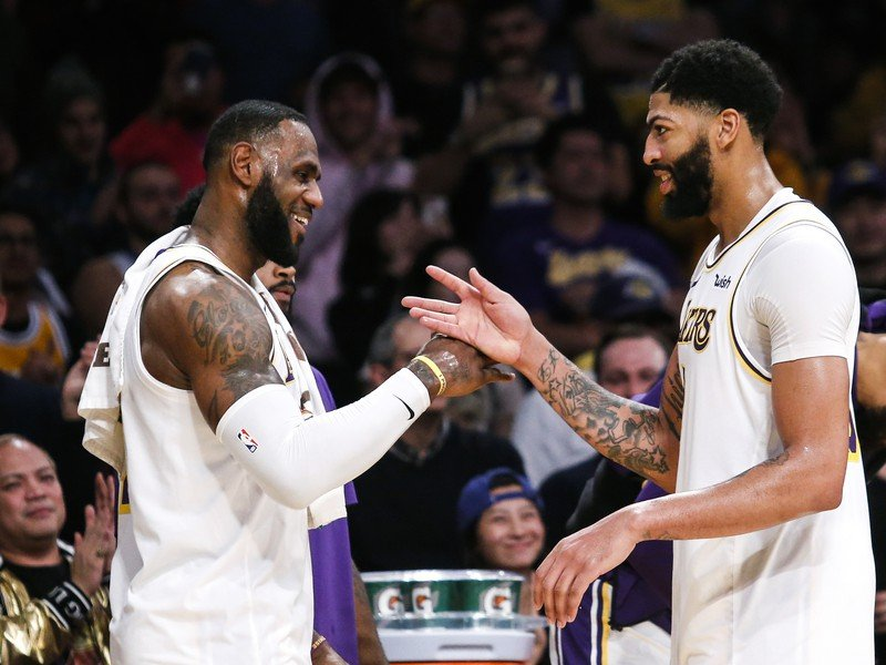 LeBron James a Anthony Davis