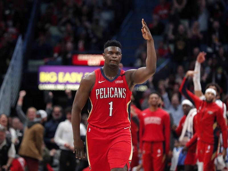 Zion Williamson oslavuje premenenú trojku