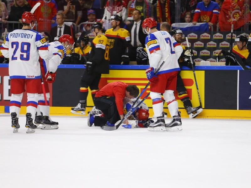 Sergej Moziakin sa zranil po tvrdom hite Patricka Hagera