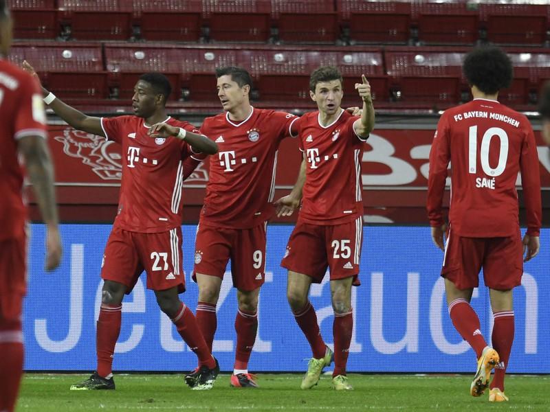 Robert Lewandowski a jeho gólové oslavy so spoluhráčmi