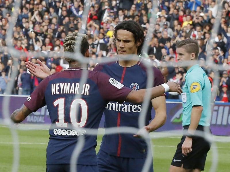 Neymar a Cavani oslavujú strelený gól