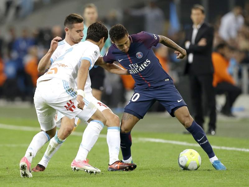 Neymar proti hráčom Marseille
