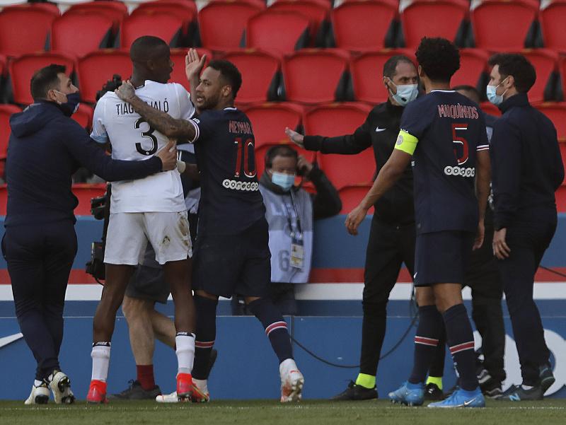 Vylúčená dvojica Neymar a Tiago Djaló