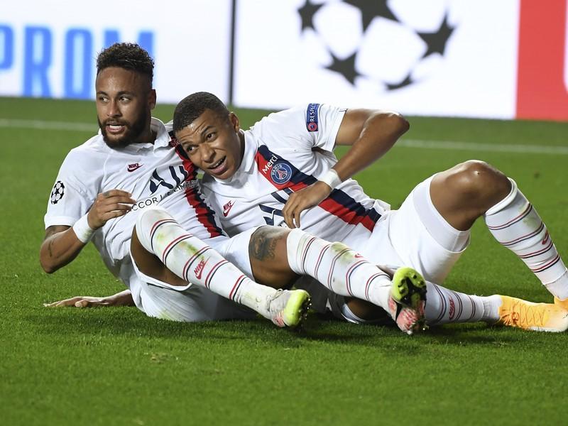 Neymar a Kylian Mbappé oslavujú postup do semifinále