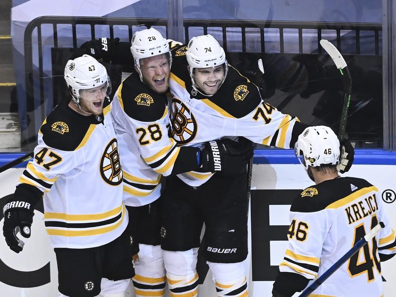 Gólové oslavy hráčov Bruins