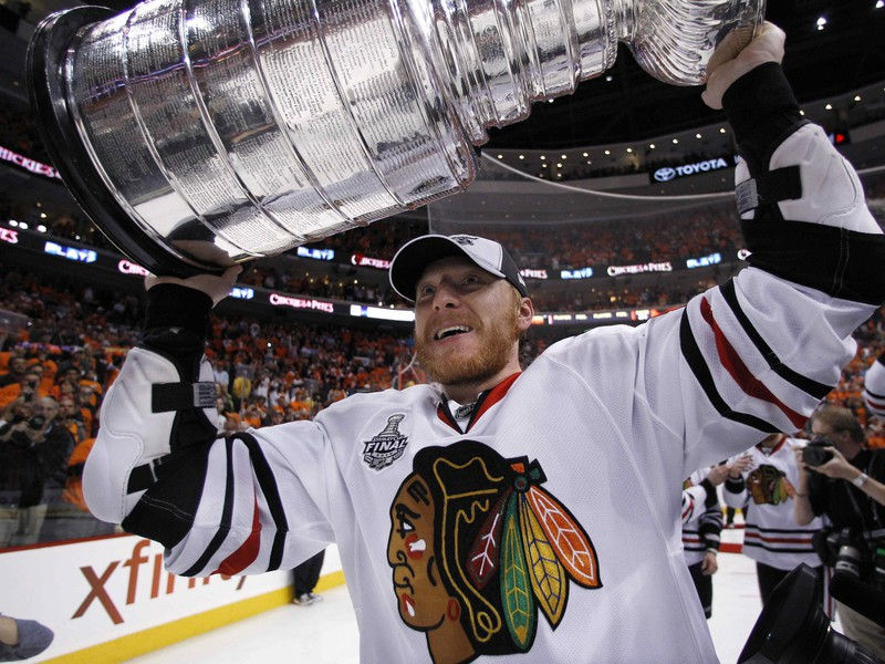 Marián Hossa oslavuje Stanley Cup 2010