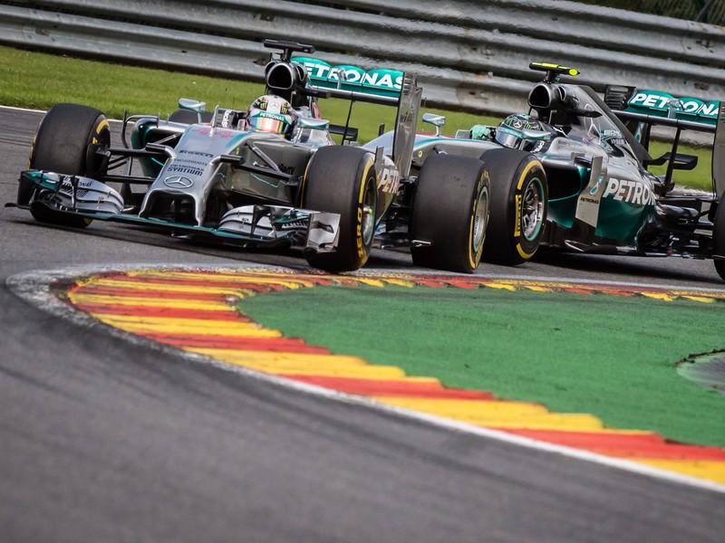 Nico Rosberg a Lewis Hamilton