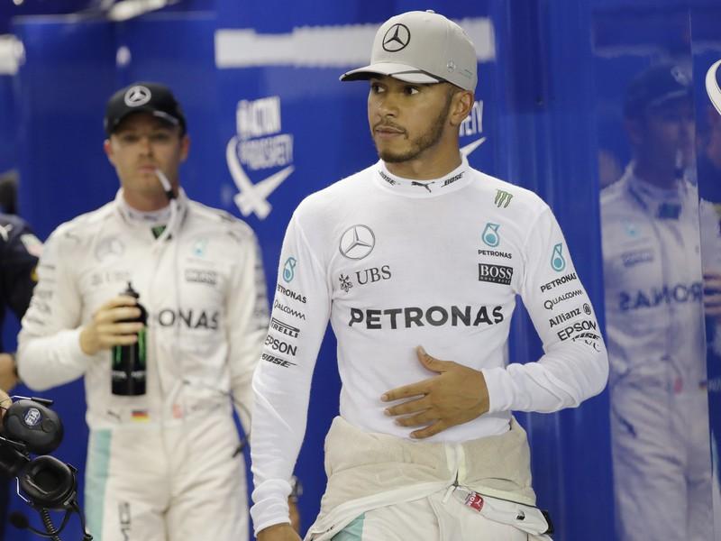 Lewis Hamilton (vpravo) a Nico Rosberg
