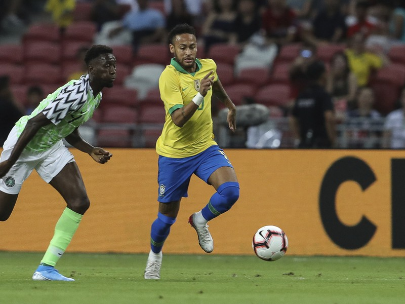 Neymar v zápase s Nigériou