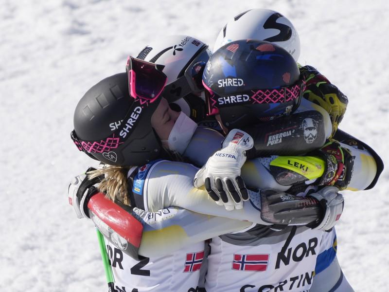 Nórski lyžiari sa radujú zo zlata