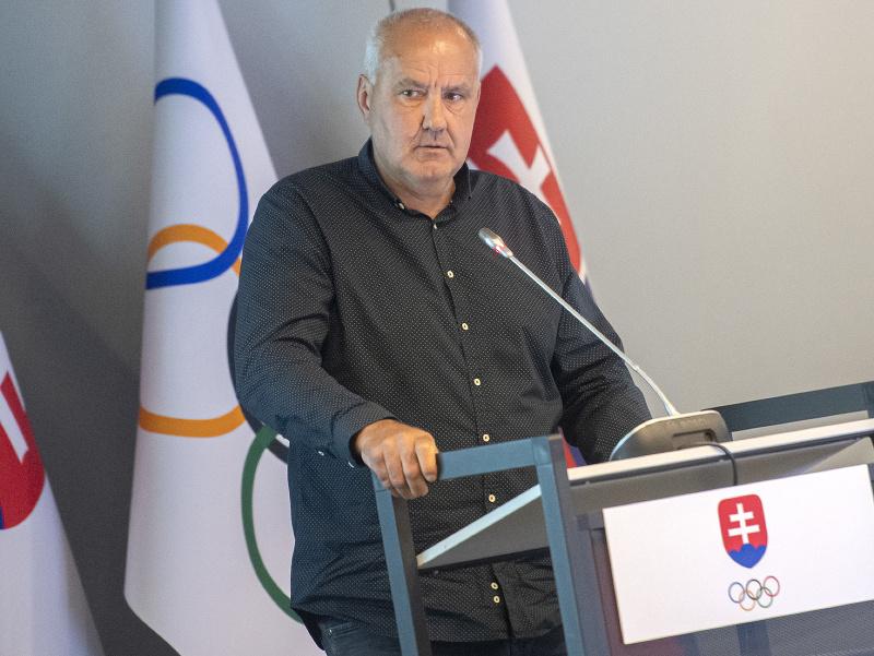 Na snímke zakladujúci člen ZSL (Zväz slovenského lyžovania) Igor Vlha na valnom zhromaždení o nominácii na Olympijské hry Tokio 2020
