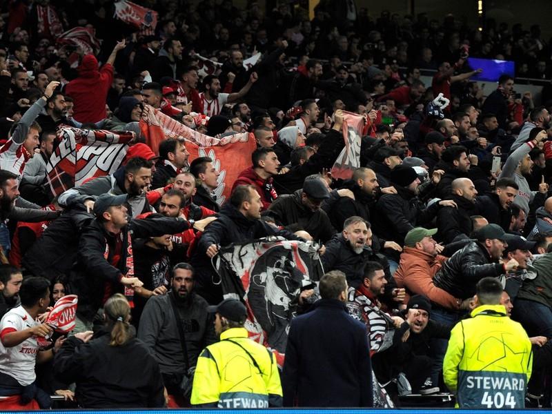 Na snímke fanúšikovia Olympiakosu Pireus
