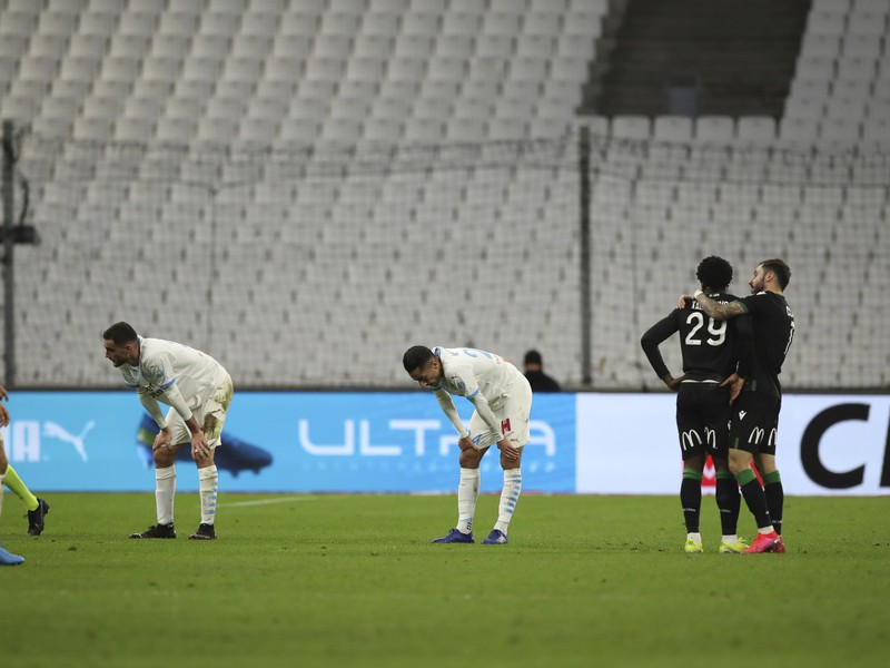 Futbalisti Olympique Marseille prehrali doma s Racingom Lens