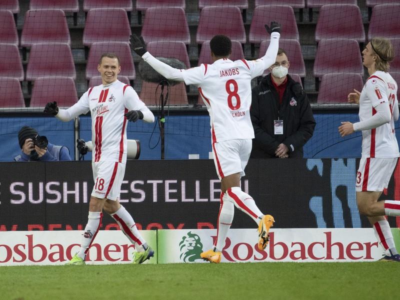 Ondrej Duda oslavuje gól so spoluhráčmi