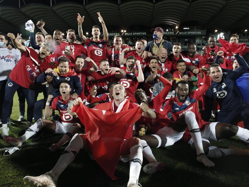 Futbalisti a tréneri OSC Lille sa tešia zo zisku majstrovského titulu