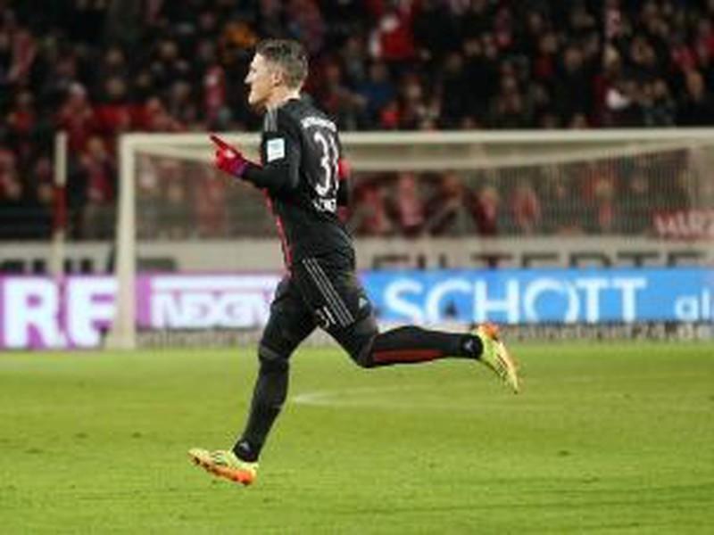 Bastian Schweinsteiger oslavuje vyrovnánajúci gól