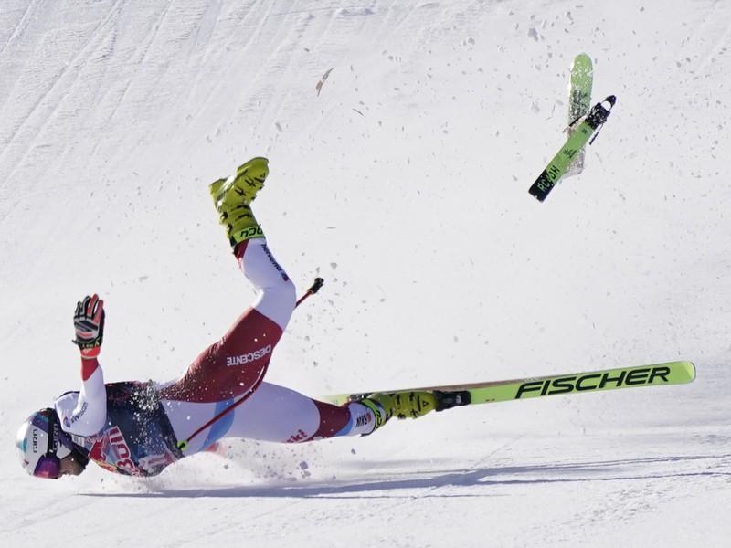 Švajčiarsky lyžiar Urs Kryenbühl sa ťažko zranil pri páde