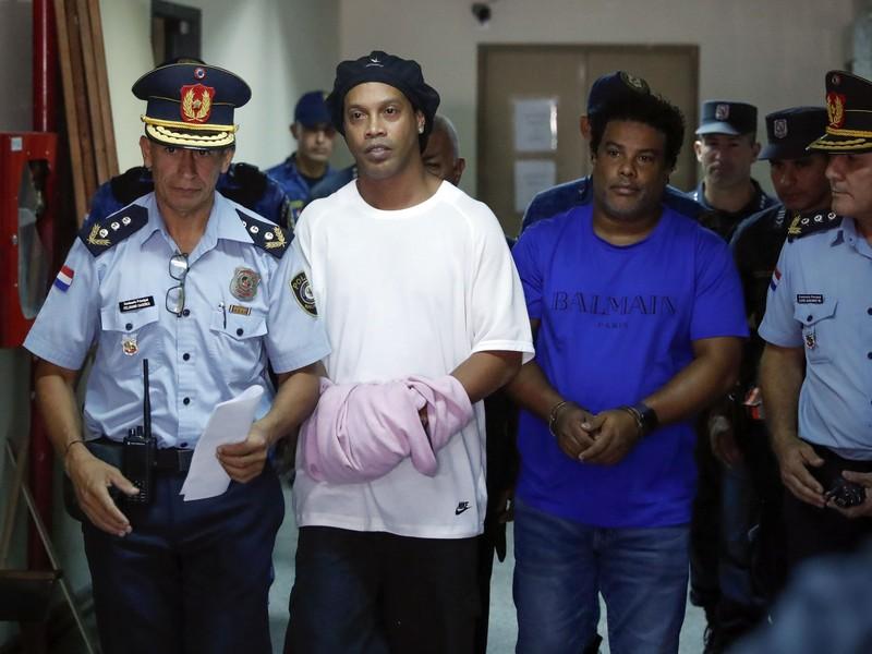 Ronaldinho zostáva vo väzbe v Paraguaji