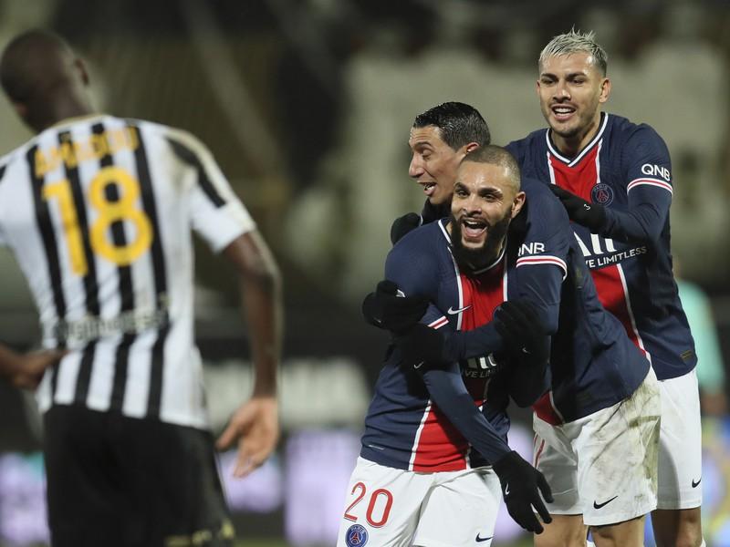 Radosť hráčov PSG po vstrelenom góle