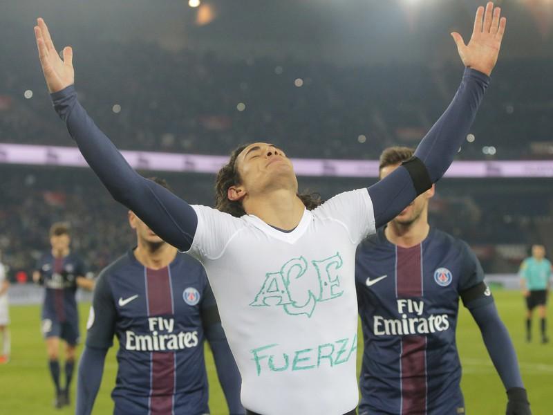 Edinson Cavani si stým gólom uctil zosnulách hráčov Chapecoense AF