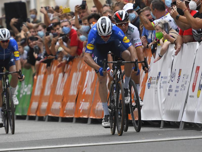 Alvaro Jose Hodeg a Peter Sagan v záverečnom súboji v úvodnej etape Okolo Slovenska