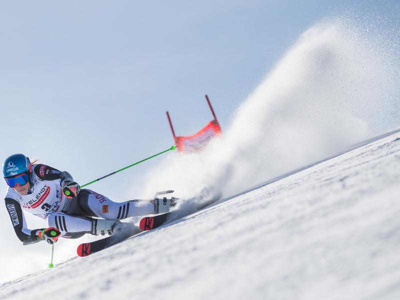 Slovenská lyžiarka Petra Vlhová na trati počas 1. kola obrovského slalomu Svetového pohára alpských lyžiarok 7. marca 2021 v Jasnej