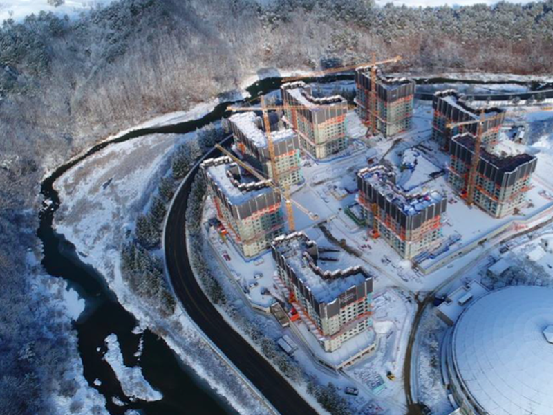 Rozostavaná olympijská dedina v Pjongčangu