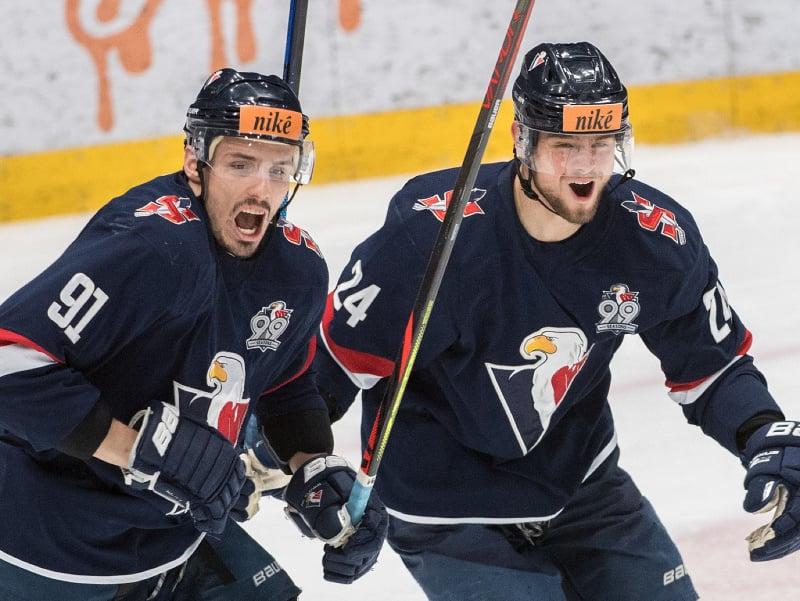 Radujúca sa dvojica Slovanistov vpravo Tomáš Zigo a vľavo Branislav Rapáč