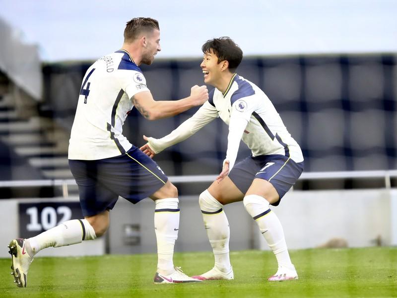 Son Heung-min a Toby Alderweireld oslavujú gól Tottenhamu