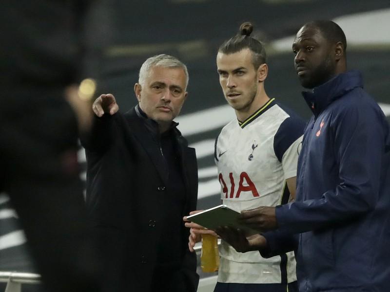 José Mourinho dáva pokyny prichádzajúcemu Baleovi