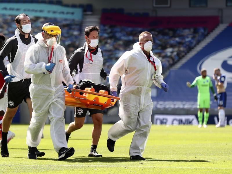 Brankár Arsenalu Leno utrpel vážne zranenie kolena