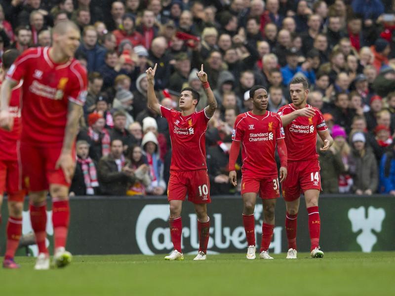 Liverpool oslavuje gól Coutinha