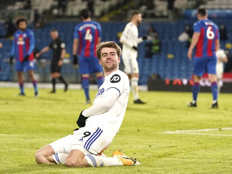Patrick Bamford oslavuje gól