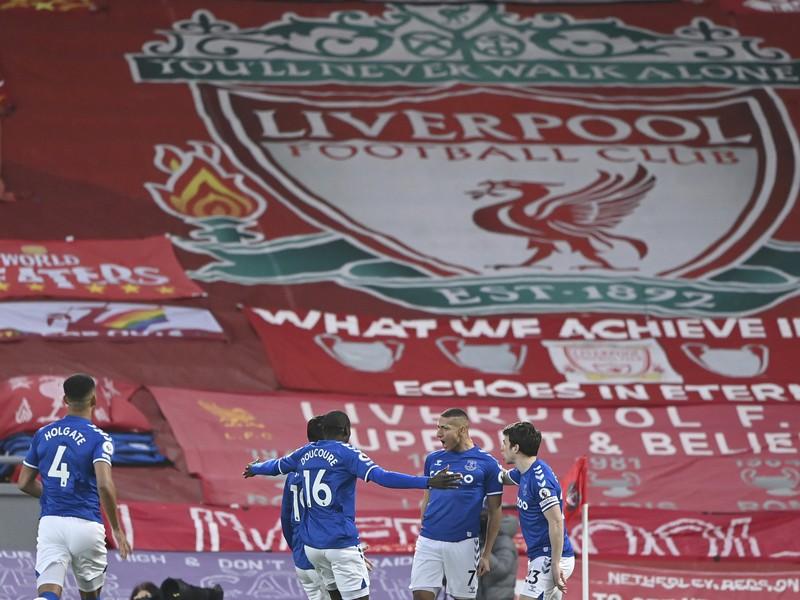 Gólové oslavy futbalistov Evertonu na Anfielde