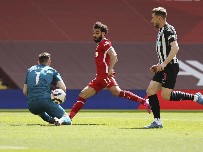 Martin Dúbravka proti Mohamedovi Salahovi