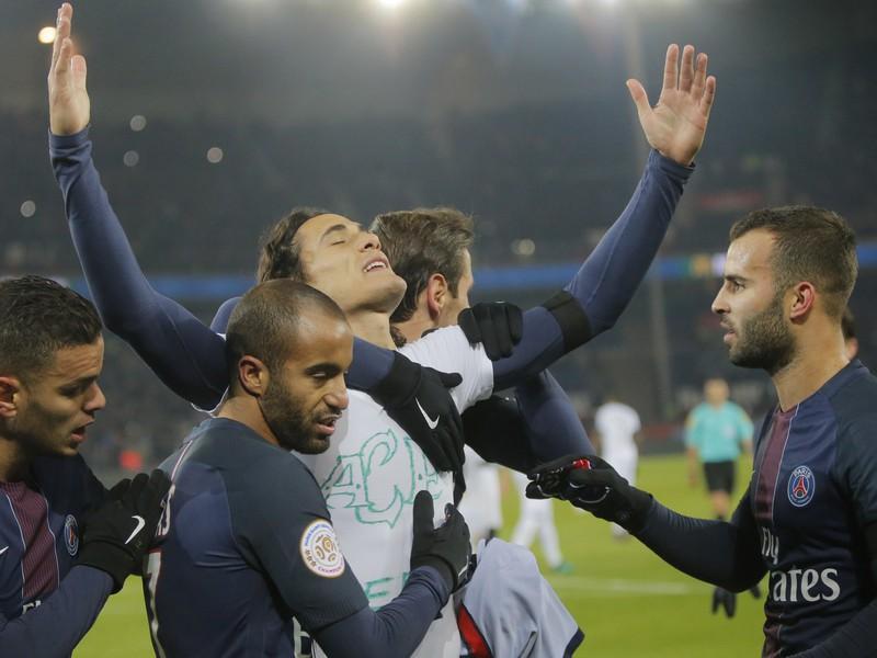 Edinson Cavani z penalty pečatil triumf PSG
