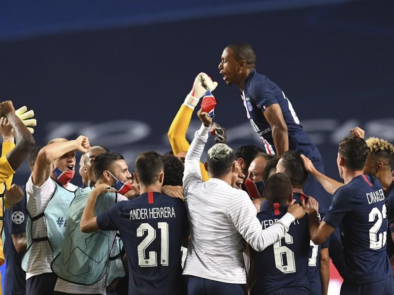 Víťazné oslavy futbalistov PSG po postupe do premiérového finále Ligy majstrov