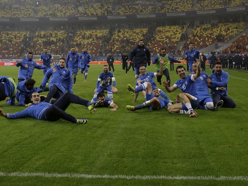 Radosť Grékov po zápase v Rumunsku