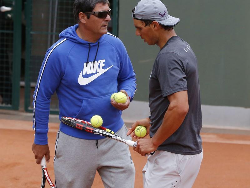 Toni Nadal (vľavo) so svojim zverencom Rafaelom Nadalom