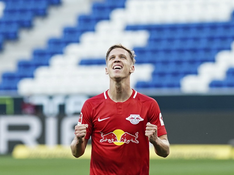 Hráč Lipska Dani Olmo oslavuje gól