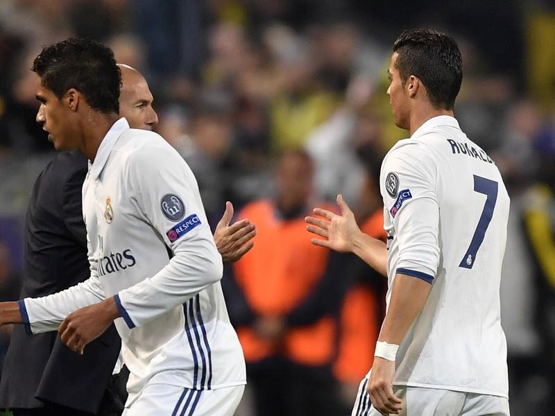 Cristiano Ronaldo a tréner Zinedine Zidane oslavujú úvodný gól